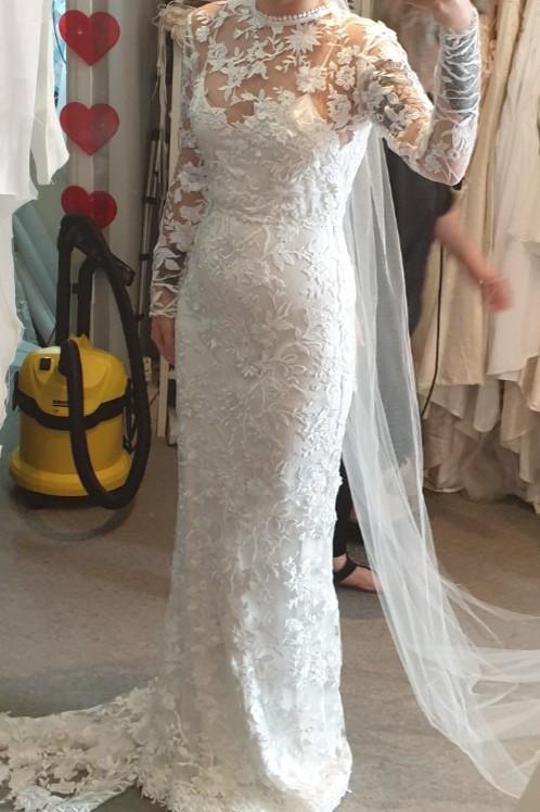 Saldana Vintage, Naomi Floral Lace Appliqué Gown (Petite Height)