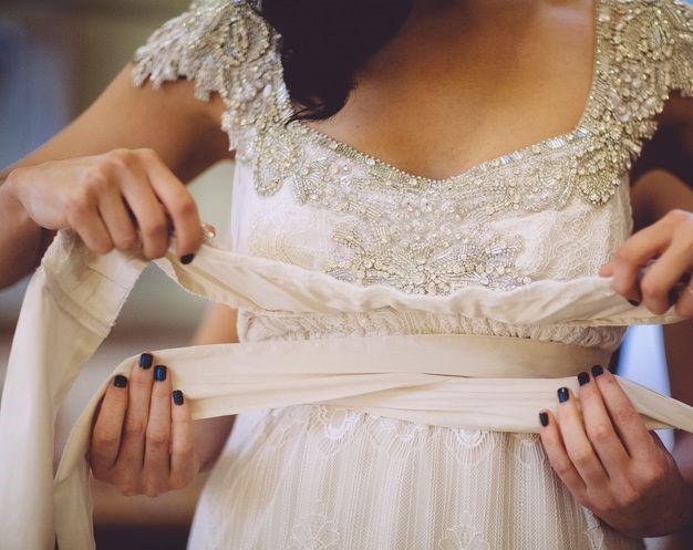 Anna Campbell Miranda - Size small ( 8-10 ) + Free matching veil