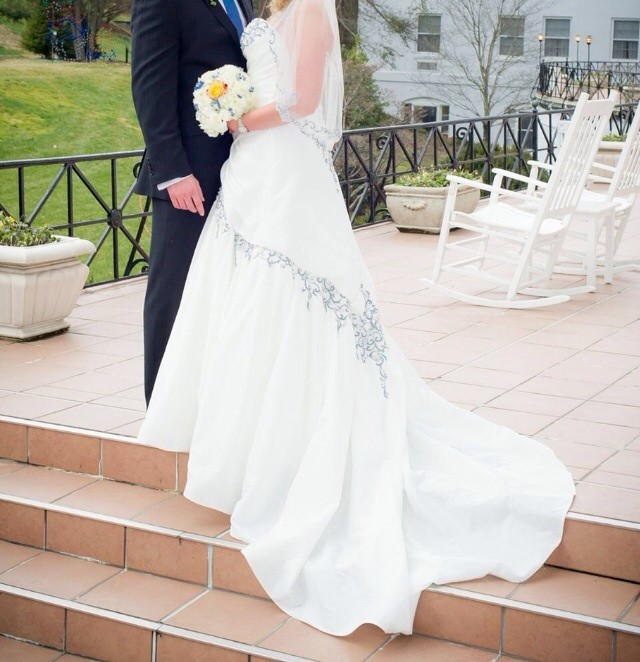Cost Of Sophia Tolli Wedding Gowns: Sophia Tolli Preowned Wedding Dress On Sale 89% Off