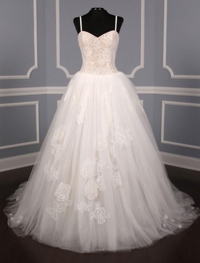 d30f8f4bffb1 Vera Wang Pippa Sample Wedding Dress on Sale 57% Off - Stillwhite