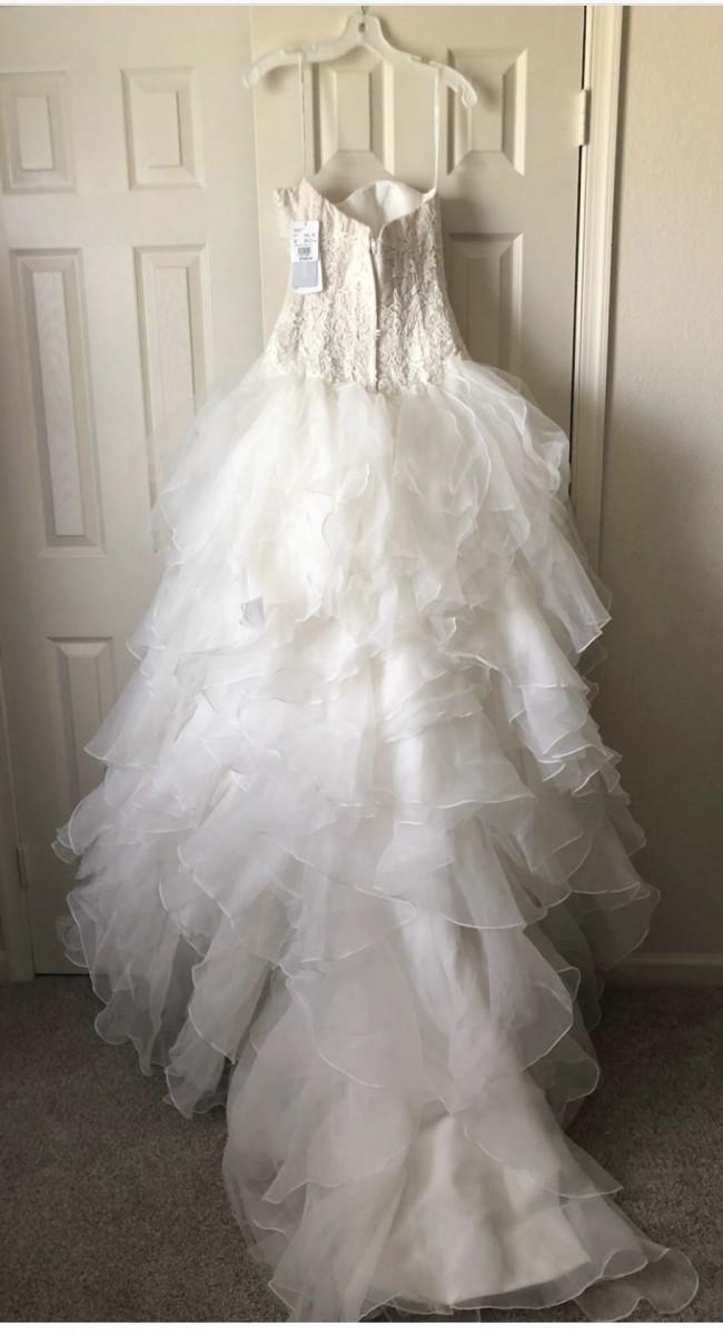 0416a7bd7cf5c Oleg Cassini CWG568 Preowned Wedding Dress on Sale 63% Off - Stillwhite