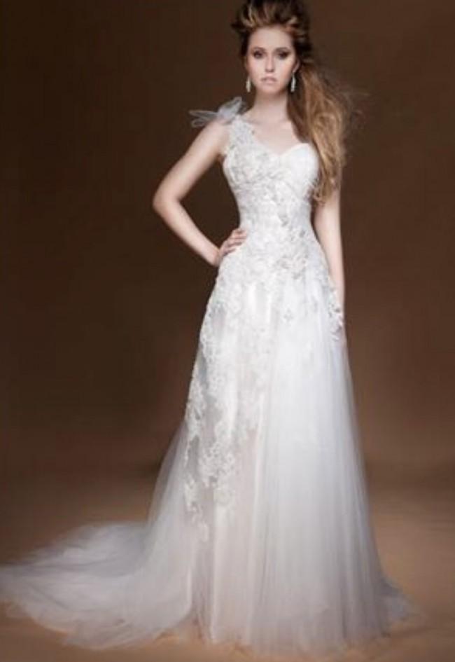 Brides Desire, Lucinda