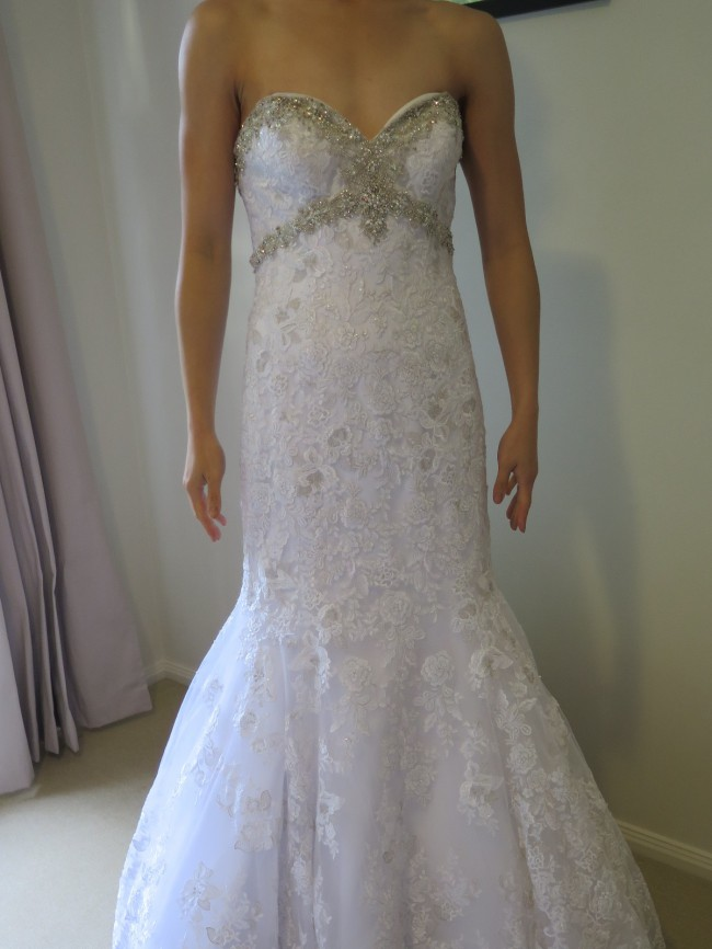 Allure Bridals Avera 9051