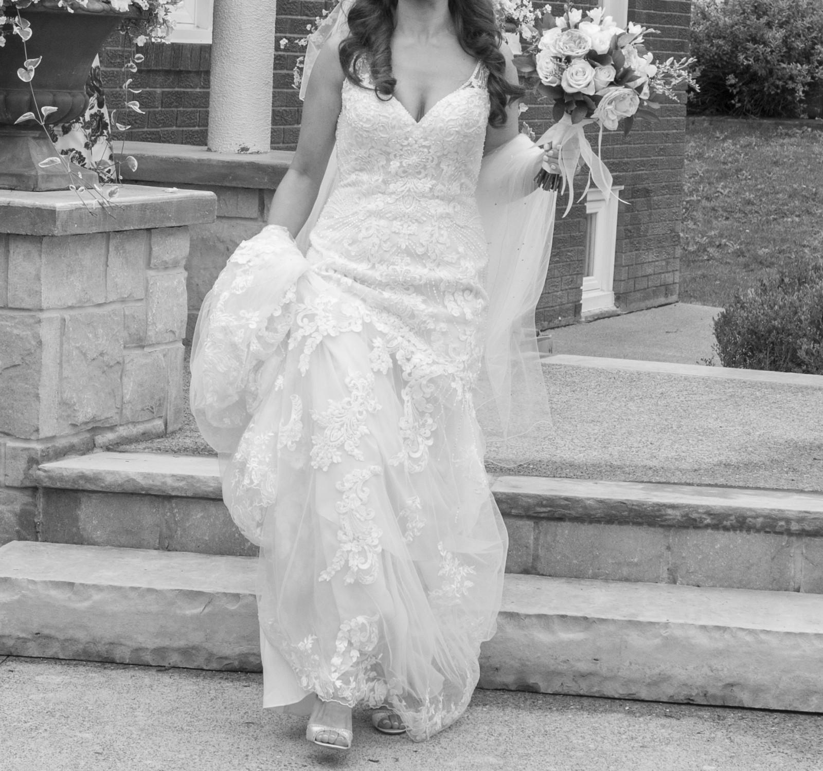 Essense Of Australia D2208 Used Wedding Dress Save 55