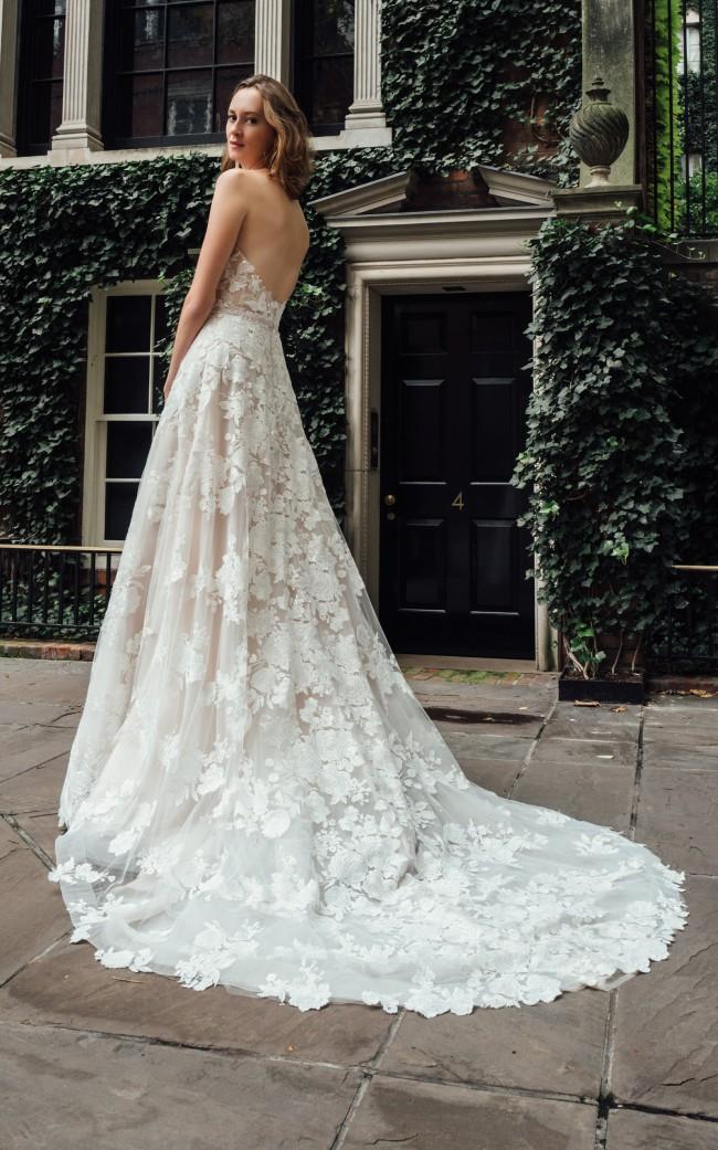 Mira Zwillinger, Messa Custom made gown
