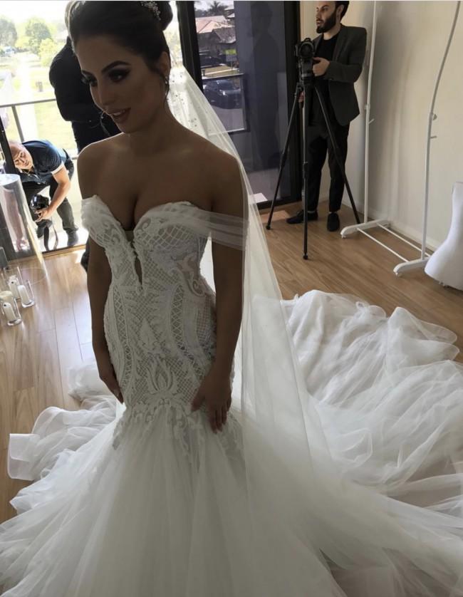 4aa2c6da6ff5a Leah Da Gloria Custom Made Preowned Wedding Dress on Sale - Stillwhite