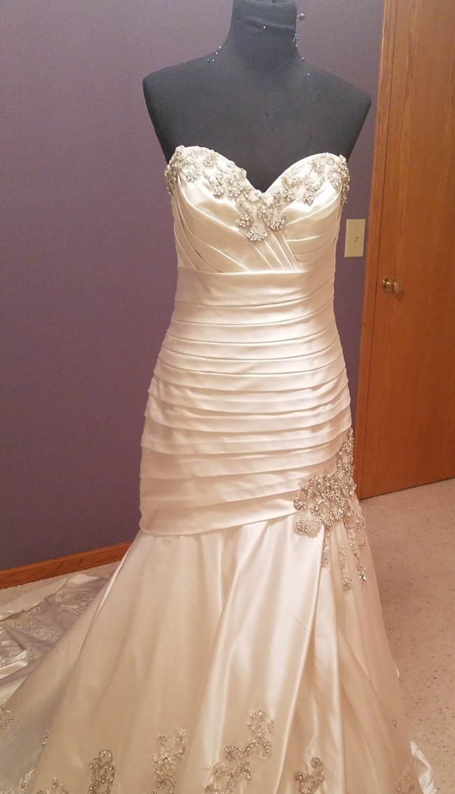 Allure Bridals 9024