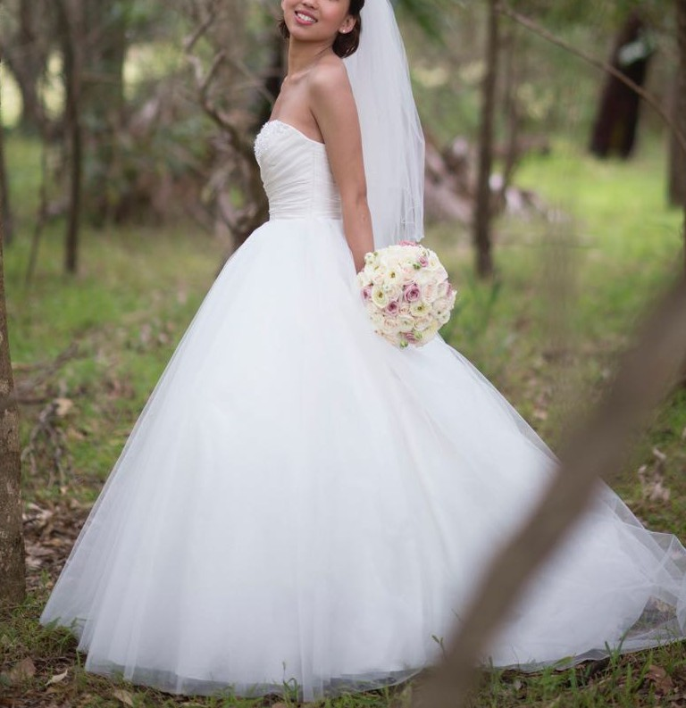 Alfred Angelo: Alfred Angelo 205 Preloved Wedding Dress On Sale 74% Off