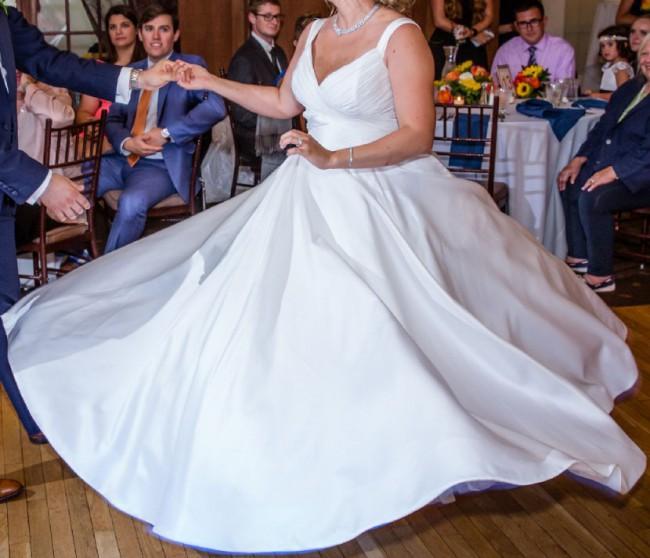 279ba7dbb8a5 Anne Barge Berkeley Second Hand Wedding Dress on Sale 67% Off ...