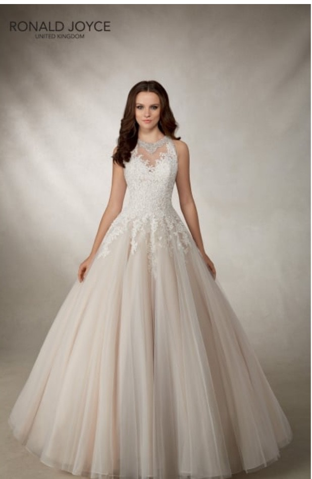 95a9420b9db5 Ronald Joyce Alma Preowned Wedding Dress on Sale 88% Off ...
