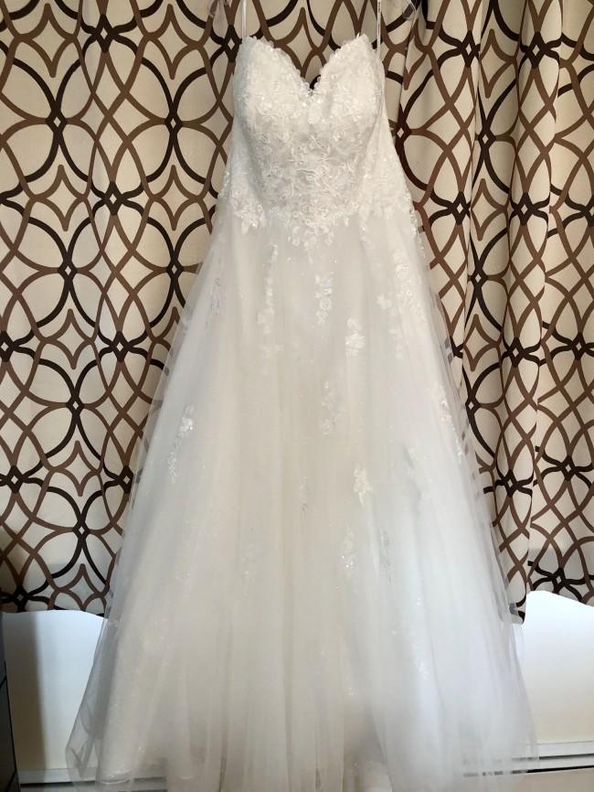 Stella York, 6690+ Classic Ballgown Plus-Size Wedding Dress