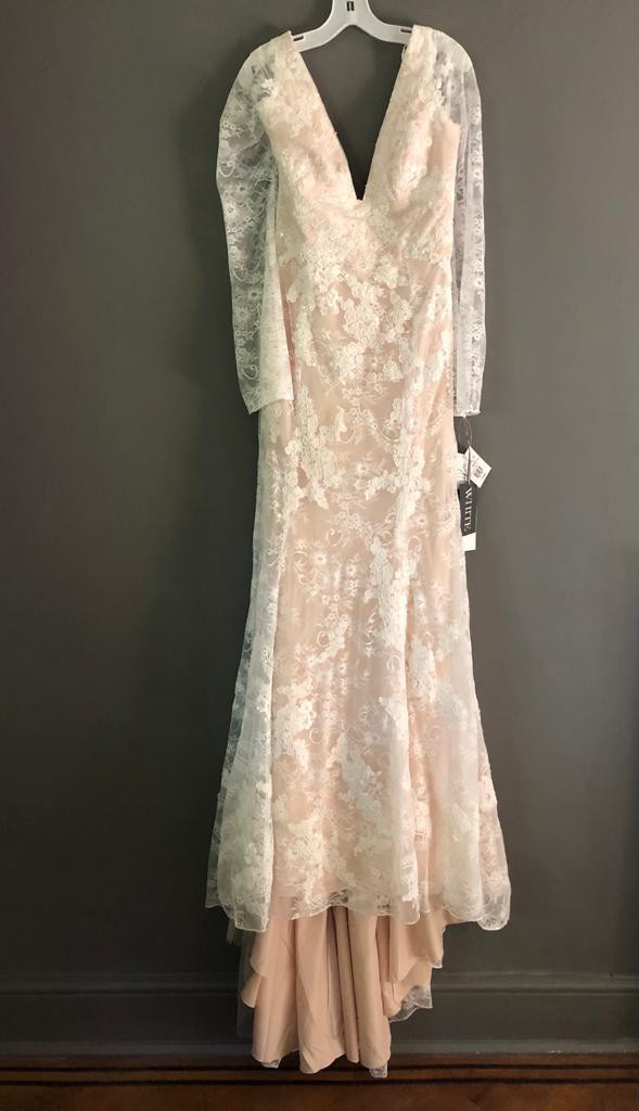Vera Wang White Bell Sleeve Lace Wedding Dress