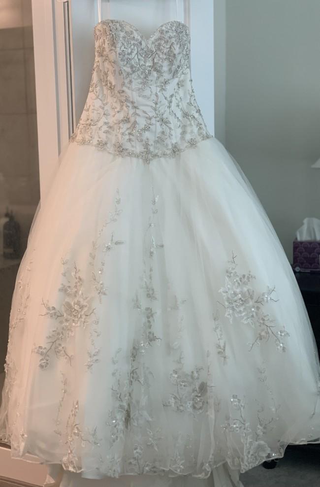 Allure Bridals 8865