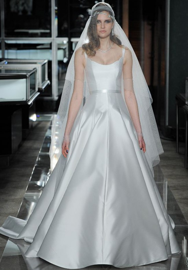Reem Acra Style #Perfection, CLASSIC SCOOP SIMPLE