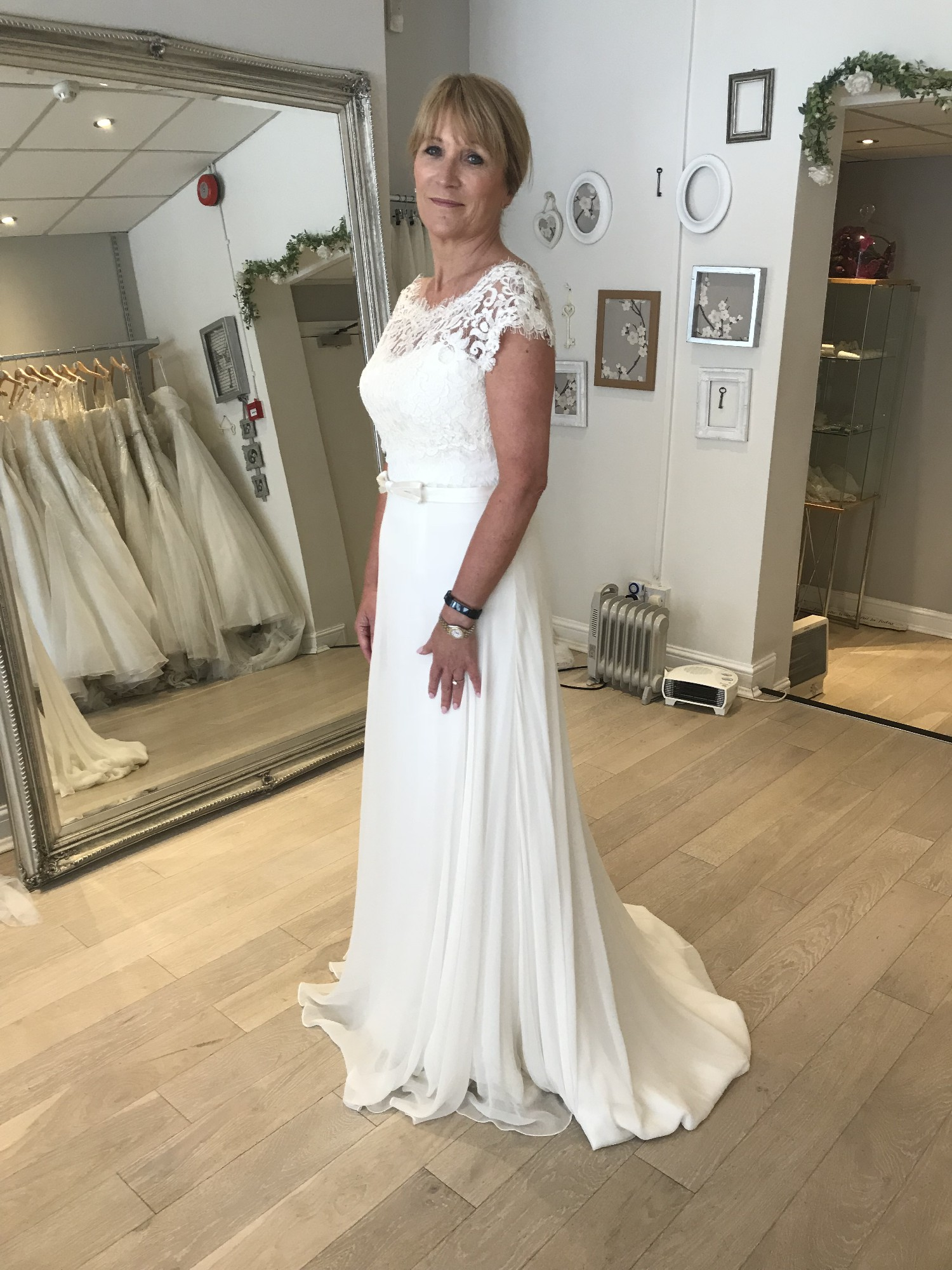 7937492b199 Lusan Mandongus Beta Sample Wedding Dress on Sale 64% Off - Stillwhite