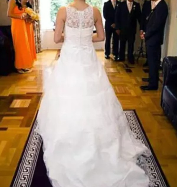 Henry Roth Kara Second Hand Wedding Dress On Sale 67% Off