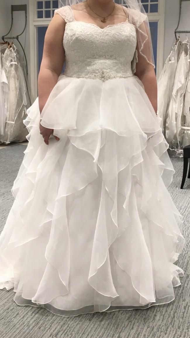 dc79b5e23e0d David's Bridal New Wedding Dress on Sale 32% Off - Stillwhite Australia