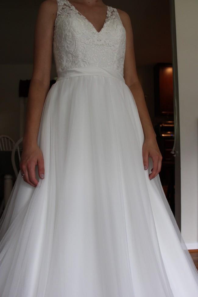 Allure Bridals, Allure Romance 2716
