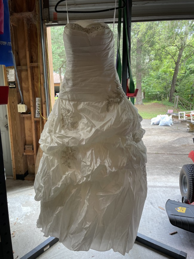 Allure Bridals 8763