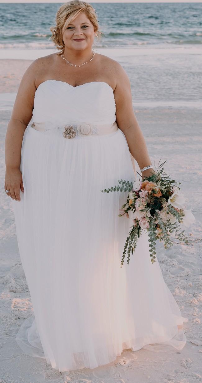 a806e4702f5 David s Bridal 9WG3438 Used Wedding Dress on Sale 54% Off ...