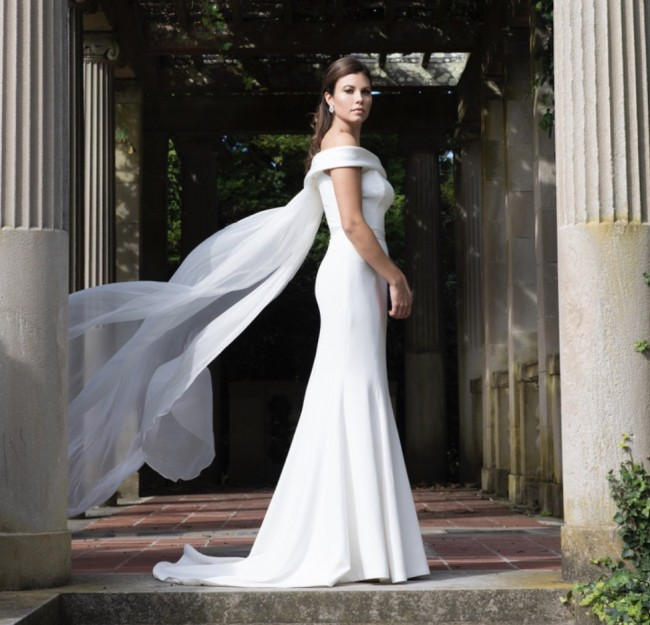 Modern Trousseau Olympia with cape