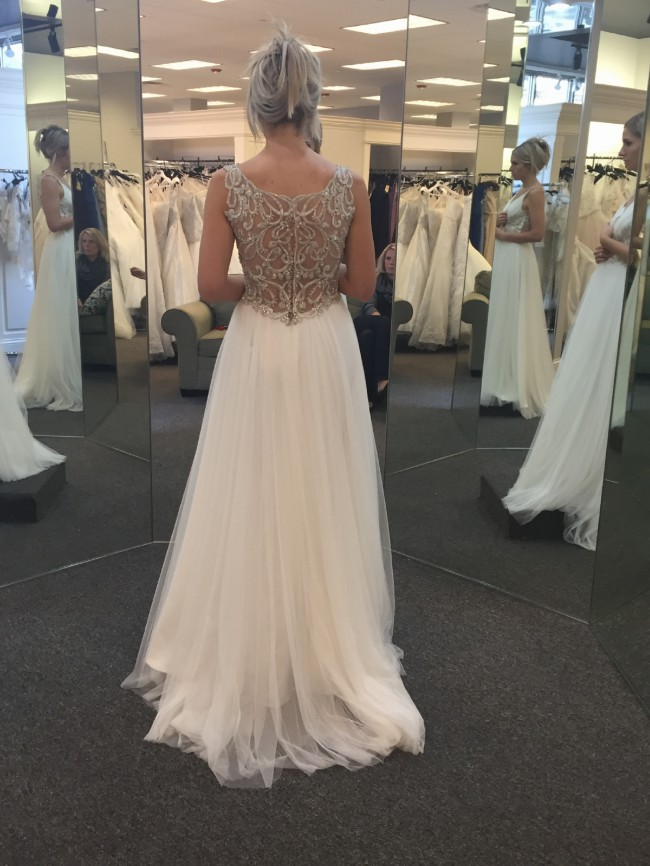 aaa5ab391bf Maggie Sottero Phyllis Preloved Wedding Dress on Sale 41% Off ...