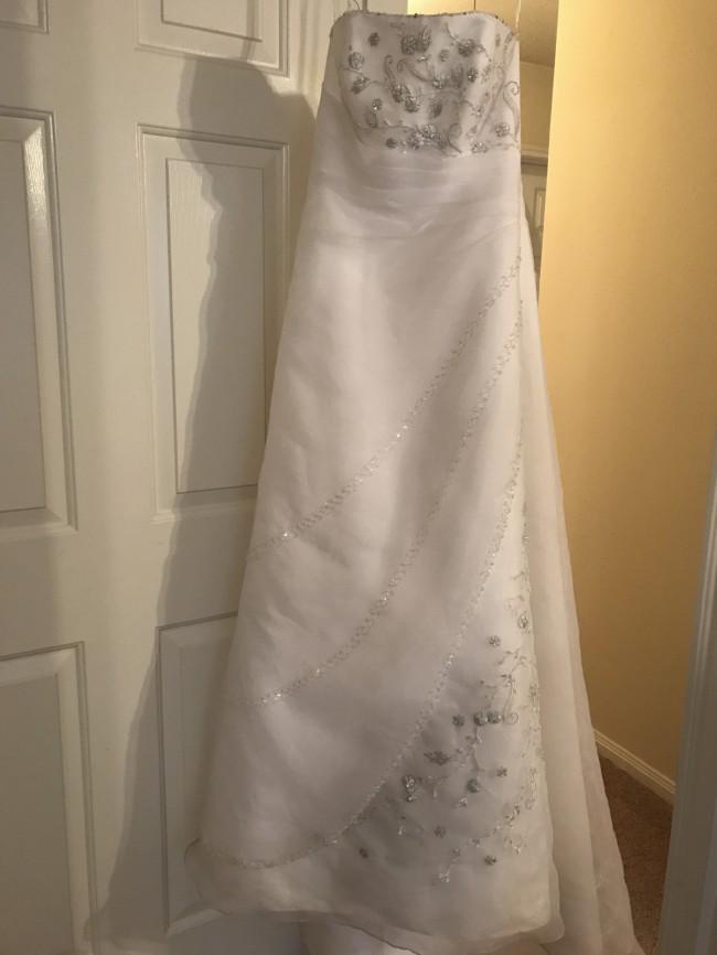 ae828f19b3e David s Bridal Used Wedding Dress on Sale 73% Off - Stillwhite
