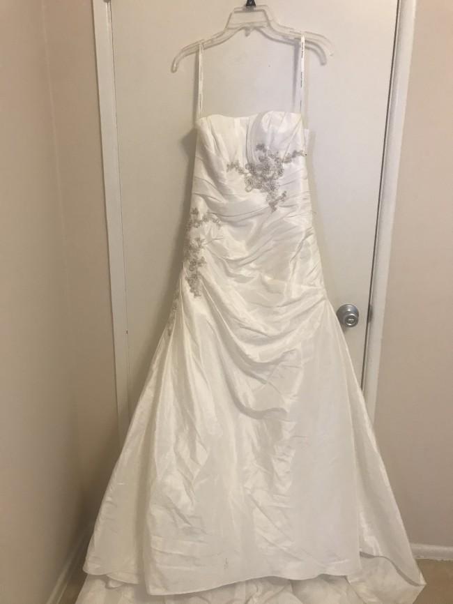 David's Bridal Style 1004-2089