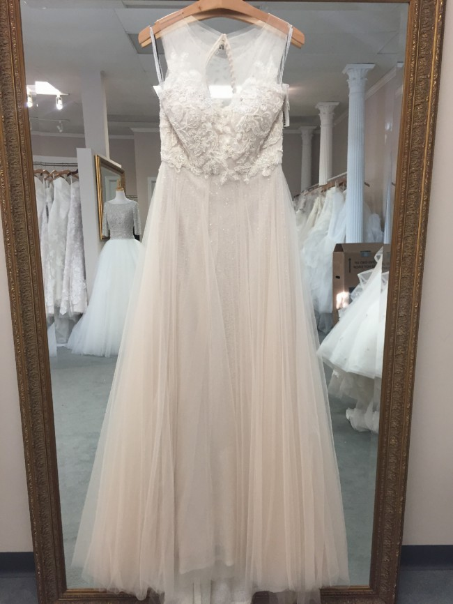 ce6718f8c08 Jenny Yoo Isla Sample Wedding Dress on Sale 40% Off - Stillwhite