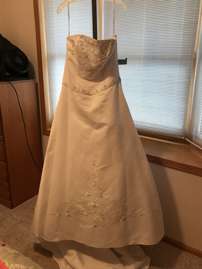 David's Bridal Collection, JP304