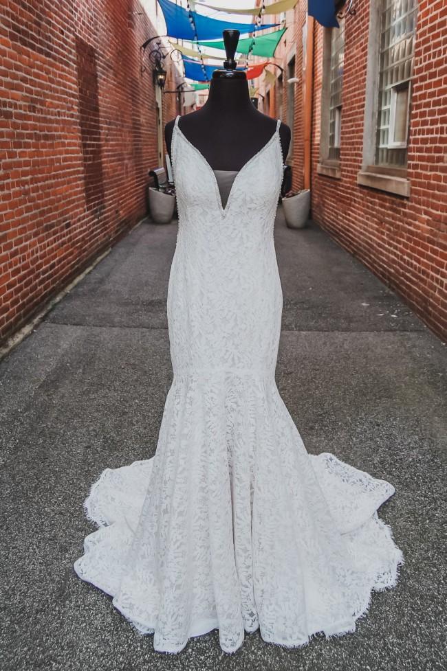 Ellen's Bridal Regina 3380