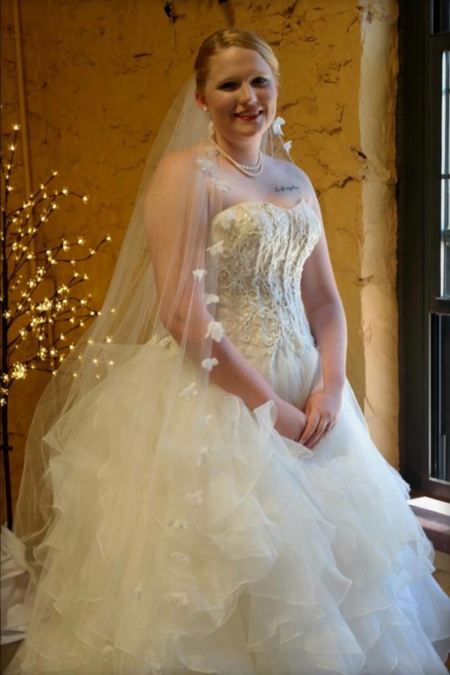 25ca6ee5861e9 Oleg Cassini CWG568 Used Wedding Dress on Sale 69% Off - Stillwhite