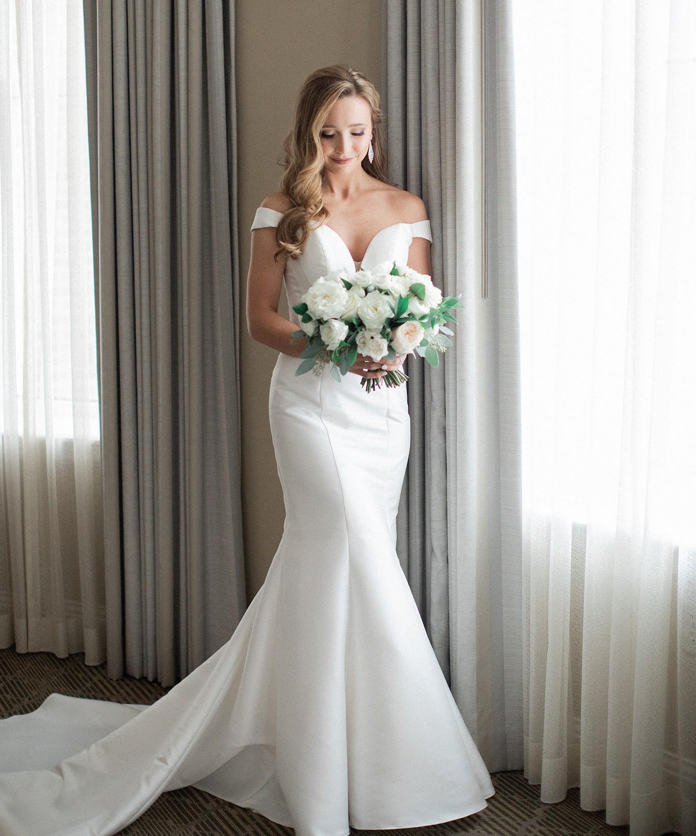 Essense Of Australia D2477 Used Wedding Dress Save 46
