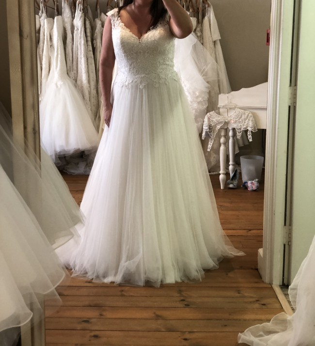 6f442e7cee65 Maggie Sottero Hensley Second Hand Wedding Dress on Sale 75% Off ...