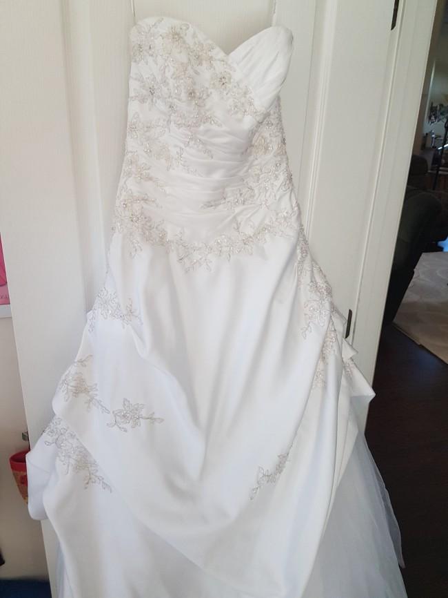 8dd450b16f9 David s Bridal T9669 Used Wedding Dress on Sale 80% Off - Stillwhite ...