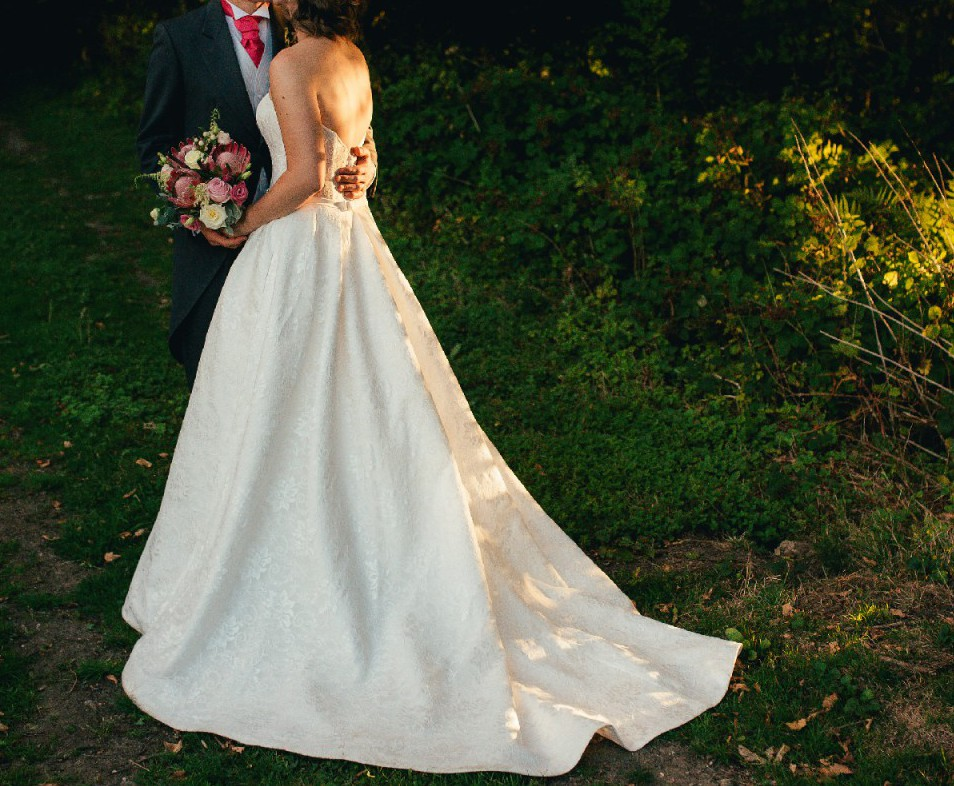 Pronovias Vicenta Second Hand Wedding Dress On Sale: Kenneth Winston Arabella Second Hand Wedding Dress On Sale