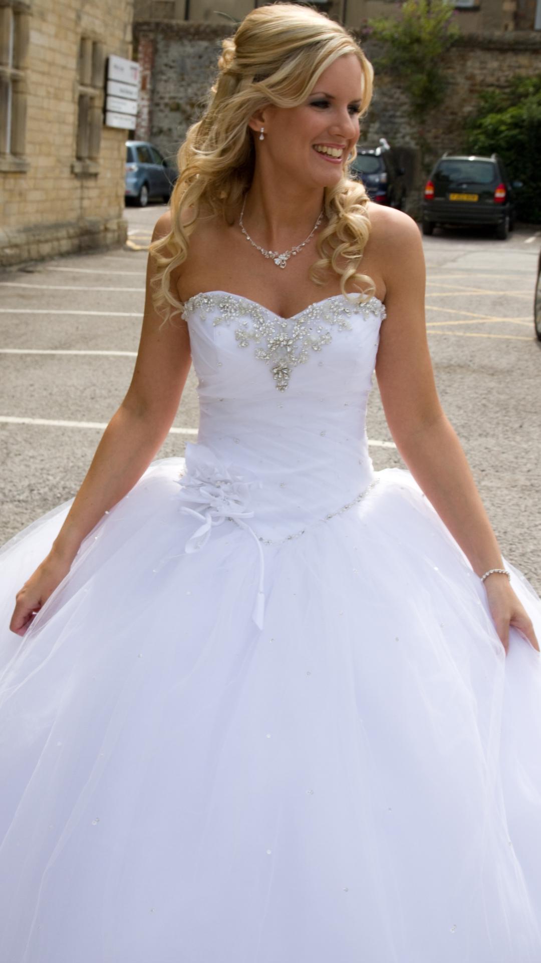 Ronald Joyce Lola Used Wedding Dress Save 20   Stillwhite