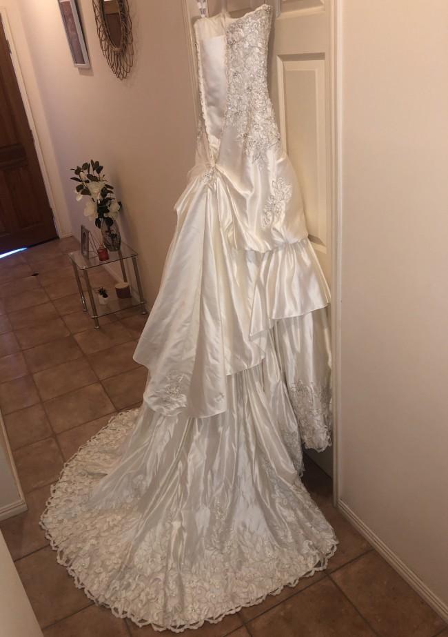 Roz La Kelin, Ball Gown