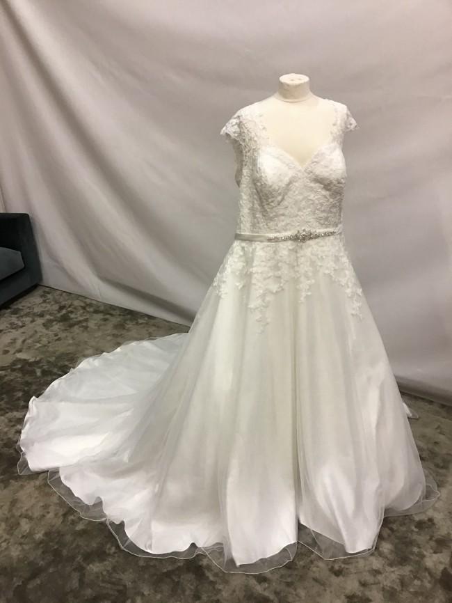 Venus Bridal VW8767
