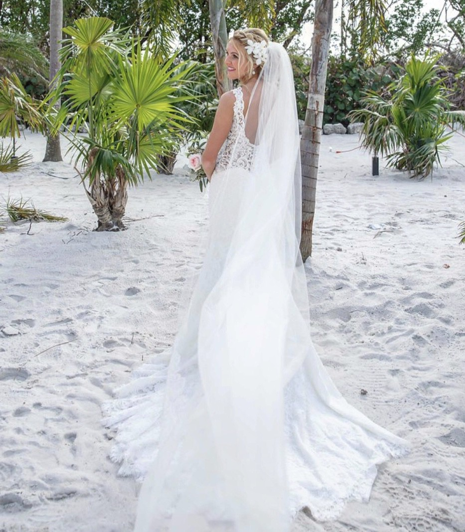 Allure Bridals 9412 Preowned Wedding Dress On Sale 71% Off