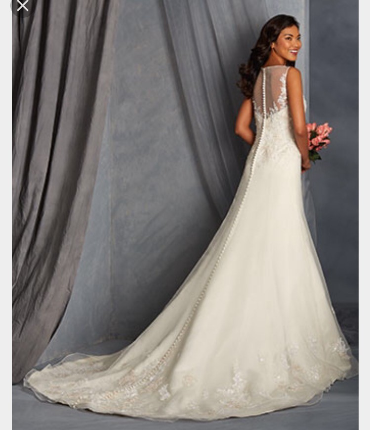Alfred Angelo: Alfred Angelo 256001012 New Wedding Dress On Sale 70% Off