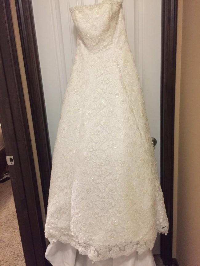 0453583274fb David's Bridal CT2406, LSLACE New Wedding Dress on Sale 38% Off ...