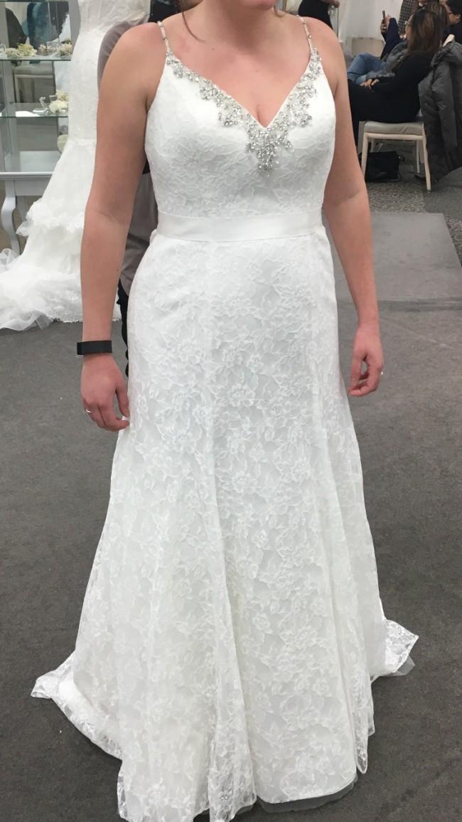David's Bridal V3801 Ivory