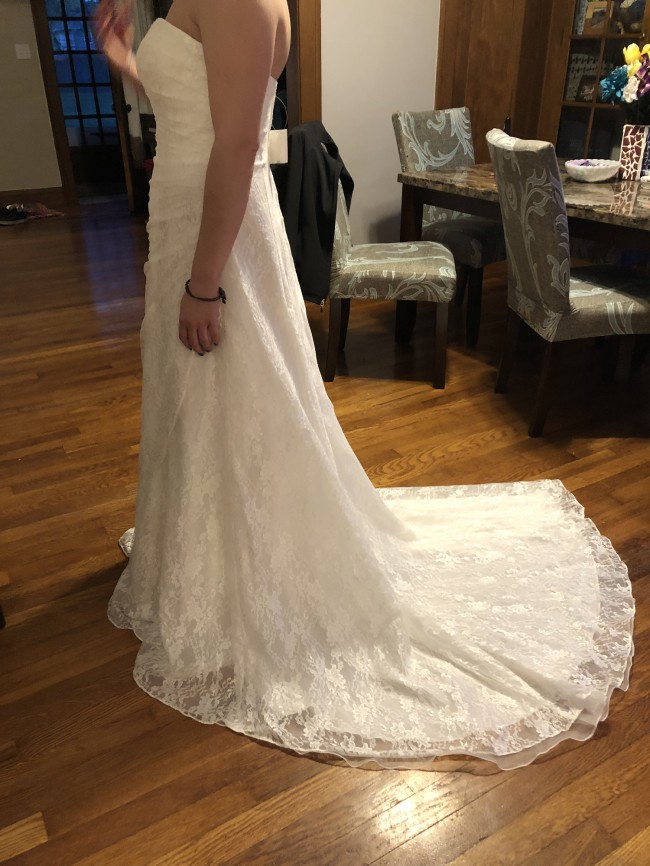 74545437b89b David's Bridal New Wedding Dress on Sale 27% Off - Stillwhite Australia