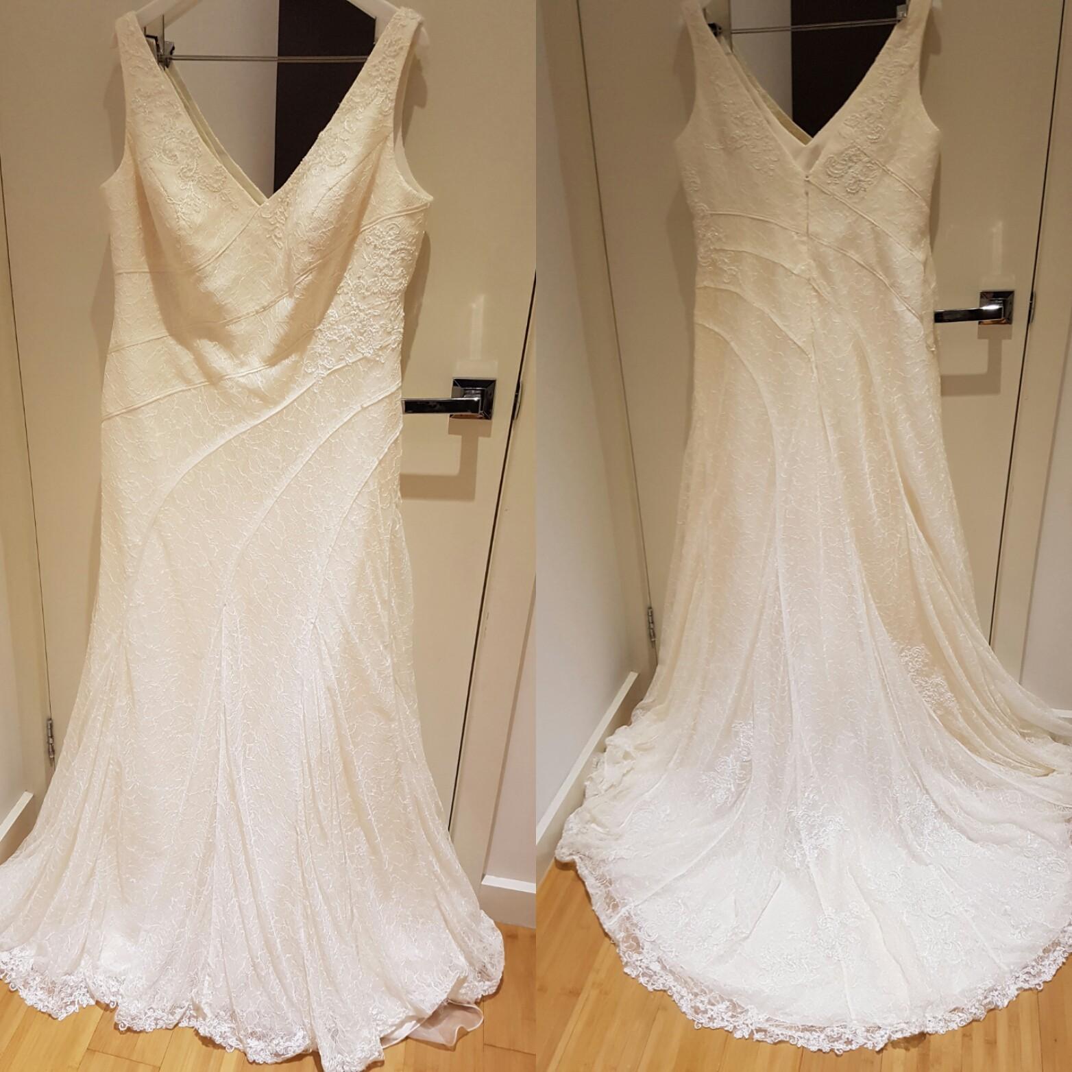 Vera Wang White By Vera Wang V-Neck And Lace Wedding Dress