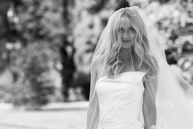 Alon Livne, Aimie Gown