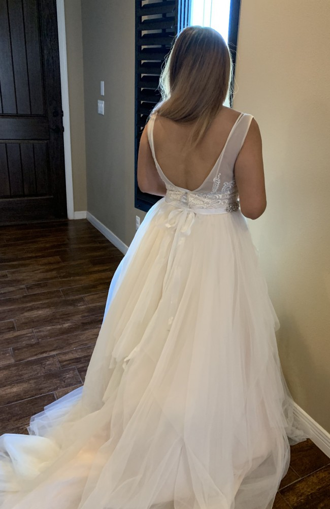 David's Bridal Collection, Wedding gown with accessories