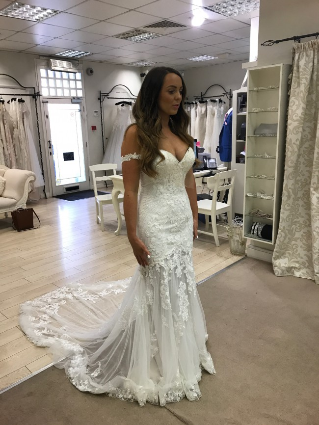 d437e01e63a Essense of Australia Custom Made Second Hand Wedding Dress on Sale ...