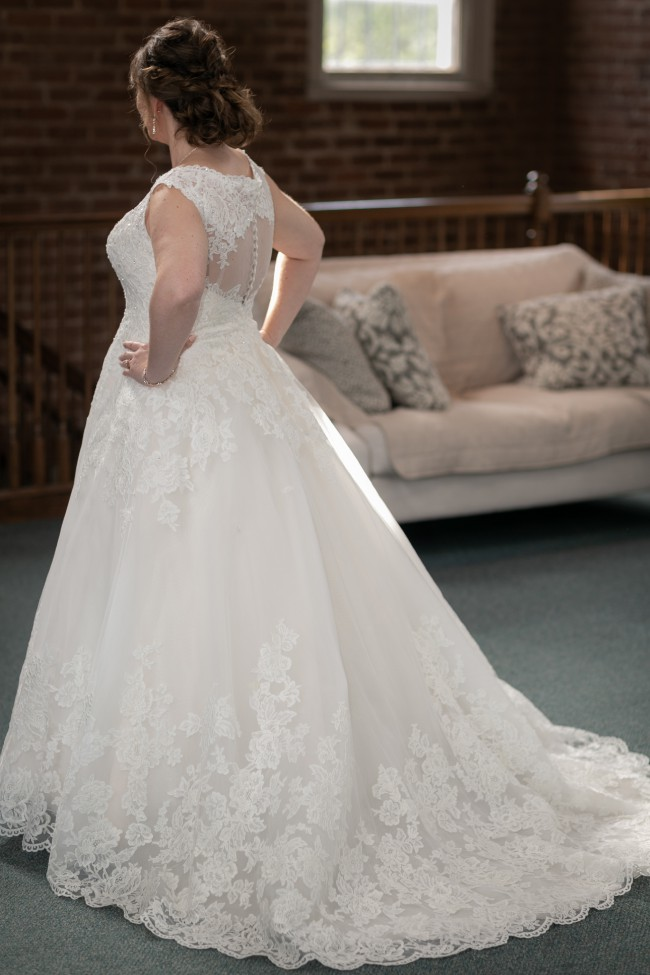David's Bridal IvyCham Polyester Scalloped V-neck Lace and Tulle
