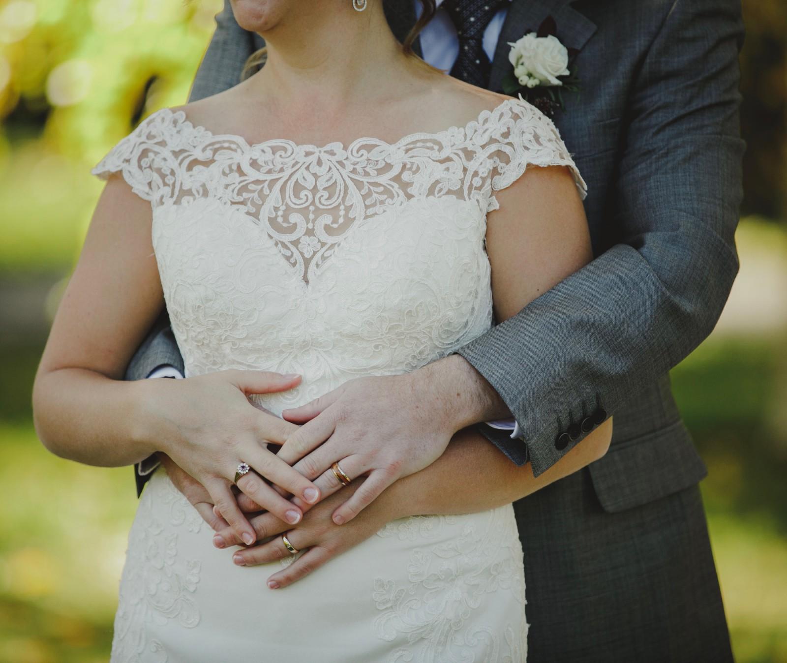 Essense Of Australia D2298 Preowned Wedding Dress On Sale
